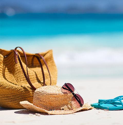 Photo d'un chapeau pour la protection solaire à la plage