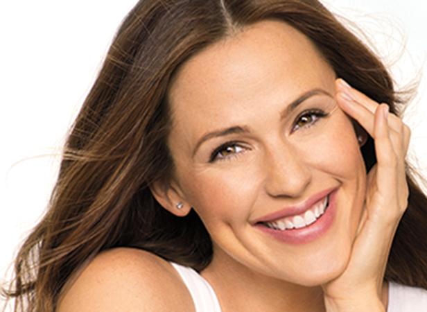 Jennifer Garner souriant pour NEUTROGENA®